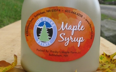 The front of a maple syrup quart.