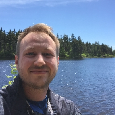 A selfie of Oliver Reitz in front of Lake Solitude.